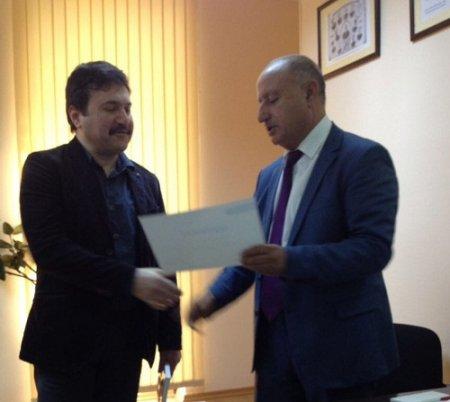 Fəlsəfə İnstitutunun əməkdaşı sertifikatla təltif edilib