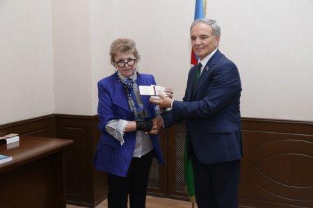 Профессору Рене Мирзазаде вручена юбилейная медаль «100-летие Азербайджанской  Демократической Республики»